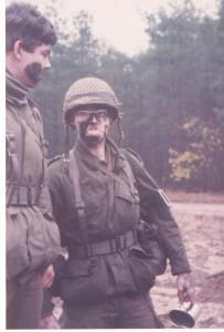 Sgt Klaas Versloot en de Vaandrig Entre Nous 1982 (Small)